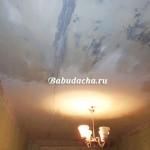 Как смыть побелку с потолка быстро и без грязи?