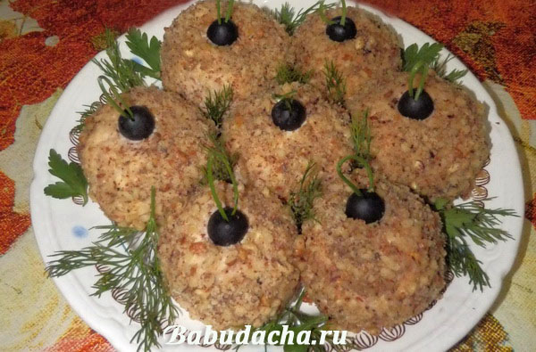 Новогодний салат с грецкими орехами