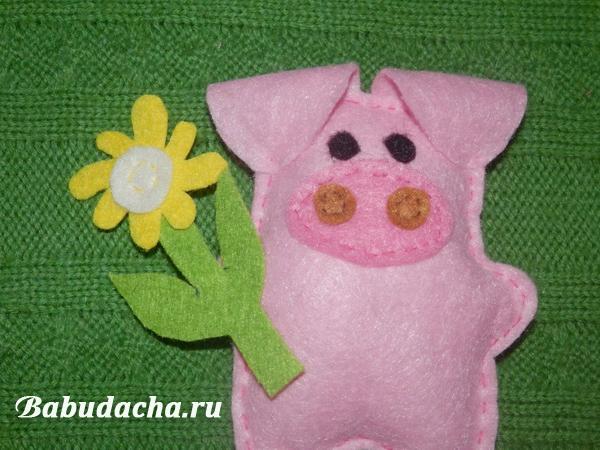 Свинка с ромашкой: Шьем на Новый год