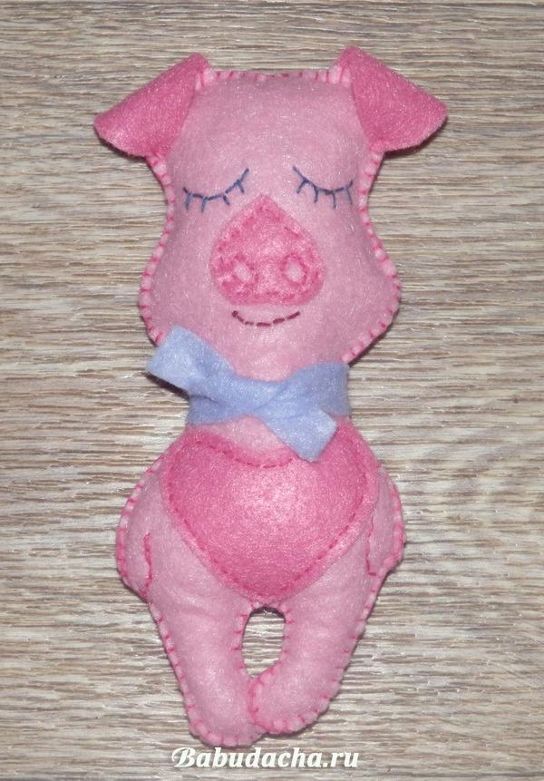 Свинка-сплюшка из фетра: Оригинальная поделка своими руками